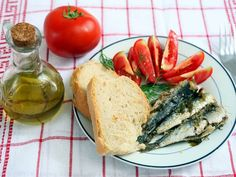 A Mediterranean diet is better than exercise at preventing heart disease http://ind.pn/1MePiLj