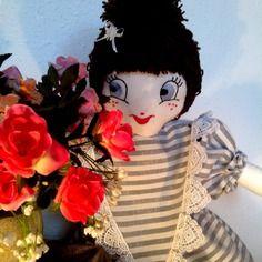 Poupée ° florentine ° style shabby chic romantique en robe brocca, plastron, dentelle et laine