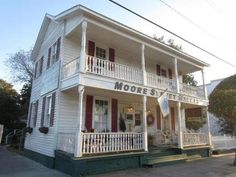 "Moore Street Market was a lunch spot for the stars of ""Safe Haven,"" which was filmed in Southport and came out on DVD last week. Seafood restaurants populate the Southport Yacht Basin, where the Cape Fear River meets the Atlantic Ocean."