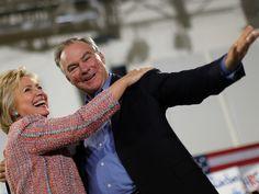 Hillary e Kaine durante um comício de campanha no Ernst Community Cultural Center em Annandale , Virginia , EUA, em 14 de julho (Foto: REUTERS/Carlos Barria)