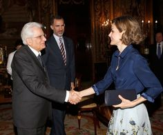 Letizia, greeting the President of Italy, in the Royal Palace of Madrid, which had previously been received by Philip VI.