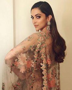 Deepika Padukone in Sabyasachi Mukherjee, Marathi Filmfare Awards MyFashgram Bollywood Outfits, Bollywood Fashion, Bollywood Celebrities, Bollywood Actress, Deepika Padukone Makeup, Dipika Padukone, Indian Bollywood, Bollywood Stars, Bollywood Bridal