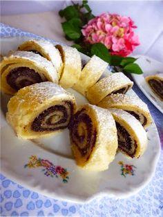 Maková roláda z máslového těsta ohromí už v prvním soustu - Svět kreativity Pancakes, French Toast, Barbie, Breakfast, Ethnic Recipes, Food, Morning Coffee, Essen, Pancake