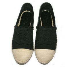 Chanel Flats black and beige available on luxury marketplace www.designer-vintage.com