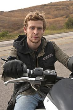 """Police in Los Angeles suspect that Johnny Lewis, the """"Sons of Anarchy"""" actor who allegedly beat to death his landlady and killed her cat before he plunged from a roof to his own death, might have been high on designer drugs, possibly a new drug called """"smiles."""" Sons Of Anarchy Actors, Serie Sons Of Anarchy, Sons Of Anarchy Samcro, Johnny Lewis, Outlaws Motorcycle Club, Sons Of Anarchy Motorcycles, Jax Teller, Best Shows Ever, Best Tv"""