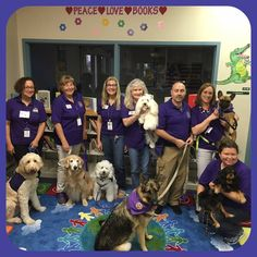 Riverglades Elementary students reading to the therapy dogs