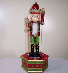 "New St Nicholas Square 12""Christmas Wooden Wind Up Musical Music Box Nutcracker 
