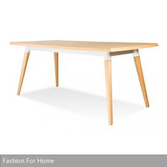 """Die abgerundete Tischplatte sowie die nach unten dünner werdenden Beine vom Esstisch """"Copine Weiß-Eiche"""" wurden aus massiver Weiß-Eiche gefertigt. Er ist auf …"""
