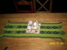 Uurarum - Tejidos Artesanales: caminos de mesa Home Decor, Color Accents, Knitted Throws, Tapestry Weaving, Mesas De Luz, Table Runners, Center Pieces, Interior Design, Home Interior Design