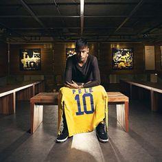 Neymar visits Pelé Museum