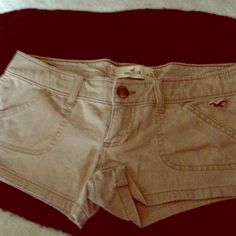 ⬇️REDUCED ⬇️! Hollister tan shorts. Tan coloring. Brand hollister. Never been worn. Size 0. Perfect condition. No pay- pal. Hollister Other
