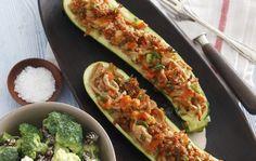 Let LCHF opskrift med fyldt squash og broccolisalat - så lækkert! Great Recipes, Keto Recipes, Healthy Recipes, Squash, Beautiful Desserts, Zucchini, Low Carb, Yummy Food, Snacks