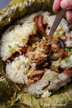 Lo Mai Gai (Steamed Sticky Rice in Lotus Leaf) - Lo Mai Gai (Steamed Sticky Rice in Lotus Leaf) – China Sichuan Food Imágenes efectivas que le pro - Chinese Sticky Rice, Sweet Sticky Rice, Chinese Food, Korean Food, Chinese Egg, Sticky Rice Recipes, Rice Recipes For Dinner, Thai Dessert, Asian Desserts