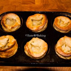 Since adopting the vegan lifestyle in February last year I have been working on an easy recipe for yorkshire puddings. Now yorkshire pudding (pronounced york-sher pudding) appears to be little know… Yorkshire Recipes, Vegan Yorkshire Pudding, Veggie Dinner Recipes, British Dishes, Vegan Recipes, Vegan Meals, Vegan Food, Vegan Bread, Vegan Friendly