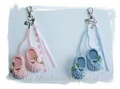 68 New Ideas Crochet Baby Shower Souvenirs Crochet Amigurumi, Crochet Dolls, Knit Crochet, Crochet Beanie, Crochet Shoes, Crochet Slippers, Pram Charms, Baby Shower Souvenirs, Crochet Keychain