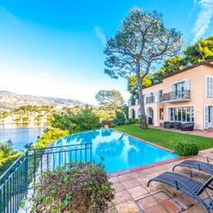 Beautiful waterfront villa enjoying a magnificent view of sea and bay of Villefranche and direct access to the sea and beach Passable Luxury Villa, Luxury Life, Luxury Real Estate, Villefranche Sur Mer, Ferrat, Real Estate Agency, French Riviera, Grand Hotel, Photo And Video