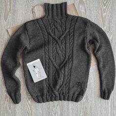 Елена заказала на подарок своему мужчине шерстяной свитер ручной вязки с вышитыми инициалами в нижней части изделия. Состав: 100% шерсть. Мы можем исполнить подобное изделие в любом цвете и на любой размер. Срок исполнения - 2 недели. #frautag_knittingfamily #sweater #wool #kniting #handknitting #handmade #свитер #мужскойсвитер #длямужчин #вязание #вязаниеназаказ #вяжемназаказ #вяжуназказ #косы #араны #шерсть #yarnart #puremerino #вязание_на_заказ #ручнаяработа