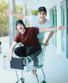 """Read Capitulo """"Mejores Amigos"""" from the story """"Mas Inteligente De Lo Que Crees"""" CNCO ×HOT× by cncokings (agus) with reads. Memes Cnco, Singing Competitions, I Love Him, My Love, Five Guys, Just Pretend, Latin Music, Charlie Puth, Sweet Memories"""