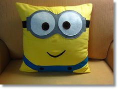 Minion pillow - Really want to make this :) - Amazingly DIY Sewing Pillows, Diy Pillows, Sewing Crafts, Sewing Projects, Craft Projects, Minion Room, Minion Pillow, Minion Party, Owl Patterns