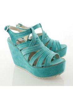 Sandalias de gamuza. Conseguilos online. calzadosbatistella.com.ar. Envíos todo el país