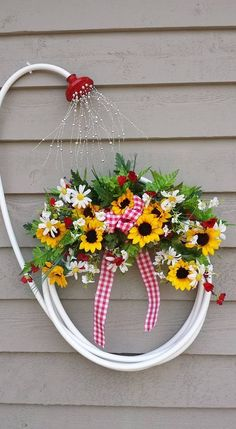 My garden hose wreath. Image only. Jan Roberts My garden hose wreath. Image only. Jan Roberts p My garden hose wreath Image only Jan Roberts 2016 My garden hose wreath Image only Jan Roberts 2016 My garden hose wreath Image only Jan Roberts 2016 p Garden Crafts, Garden Projects, Garden Art, Diy Projects, Garden Ideas, Garden Design, Diy Garden, Fence Ideas, Garden Landscaping