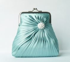 Incredibly cute clutch. Love how it looks like a dress