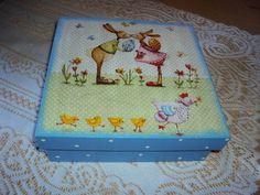 Caixa em mdf com decoupage de coelhos. Divisórias internas para bombons/ ou para guardar trecos. R$ 20,00