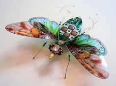 Our society discards a lot of electronics, as they are rendered obsolete almost every day, but artists like Julie Alice Chappell, based in the UK, are there to pick up the pieces and turn them into beautiful recycled art. In her case, she turns old computer circuit boards and electronics into beautiful winged insects in …