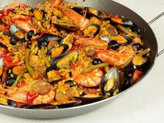 Trust on us and we deliver one of the best catering services for your parties. Our offer for Paella Catering is one of the best in Chicagoland. Try us and you will be joyous! Butter Prawn, Paella Party, Paella Valenciana, Joy Of Cooking, Pasta, How To Cook Eggs, Soup And Salad, Carne, Risotto
