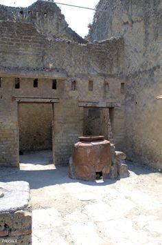 Thermopolium. Yacimiento de Herculano. Italia.