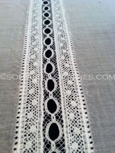 Lace Insertion tutorial from Southern Stitches. Lots of free smocking and heirloom sewing tuts on this site. Sewing Lace, Love Sewing, Baby Sewing, Vintage Sewing, Vintage Lace, Sewing Projects For Beginners, Sewing Tutorials, Sewing Crafts, Sewing Tips