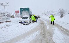 Soğuk havanın iyiden iyiye hissedilmeye başlaması ile sürücüler için bir eziyetin başlangıcı yaklaşıyor. Karlı ve soğuk illerdeki ara…