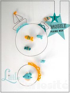 """★ Déco Mobile """" PLEINE MER """" (Bateaux + Poissons + Baleine) en Fer & au Crochet   #CadeauxdeNaissance, #Décorationchambredenfant, #Créationartisanale #mobile #crochet"""