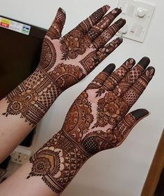 (( Mehndi design )) Omaha Rules: How to Play Omaha Poker Omaha poker is starting to become almost as Basic Mehndi Designs, Mehndi Designs Feet, Latest Bridal Mehndi Designs, Khafif Mehndi Design, Henna Art Designs, Mehndi Designs 2018, Stylish Mehndi Designs, Mehndi Designs For Beginners, Mehndi Designs For Girls