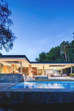 modern interiors & architecture — captvinvanity:    Malibu Crest   | Photographer |...