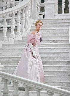 Grace Kelly - Her style secrets are revealed in a new exhibition   Mail Online - via http://bit.ly/epinner
