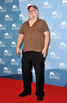 This is not acceptable on any red carpet, Philip Seymour Hoffman! So schlubby.