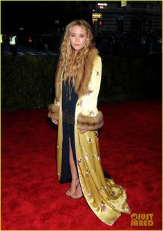 Mary-Kate and Ashley Olsen arrive on the red carpet at the 2013 Met Gala held at the Metropolitan Museum of Art on Monday (May 6) in New York City.    The week before,…