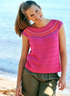 Toppen har et nemt lille hulmønster forneden og fine små mønsterborter på bærestykket. Crochet Tank, Knit Crochet, Lace Patterns, Knitting Patterns, Knitting For Beginners, Summer Tops, Free Pattern, Knitwear, Pullover