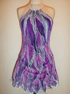 Nádherné a nepřehlédnutelné šaty ze strečového sametu a síťoviny. Zdobeno malbou. šaty jsou šité na míru kupujícího při objednávce uveďte do