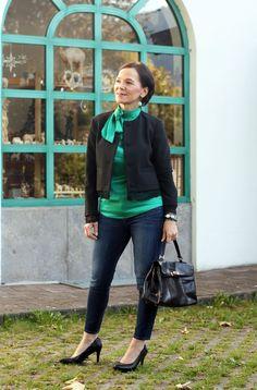Smaragdgrün – eine außergewöhnliche Farbe, die zu mir passt Blazer Jeans, Neue Outfits, Fashion Details, Lady, Satin, Womens Fashion, Photography, Style, Beautiful Women