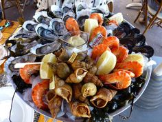 Us to RT @lifefrance: Lunch #marseille style! Wish we had smell-o-vision! #France  @VoyagesSncf_UK @MagellanPR