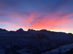 Sonnenuntergang @ Lodge am Krippenstein 2063m Mountains, Nature, Travel, Vacation Places, Sunset, Naturaleza, Viajes, Destinations, Traveling
