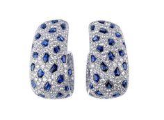 Boucles d'oreilles en or gris serties de diamants et de saphirs cabochons pour un total de 8.55 carats,  - Cartier