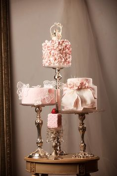Love the height levels and variety of designs on these cakes. Gave me a super neat idea for future weddings :)