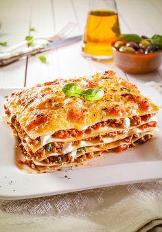 Worlds Best Lasagna - this looks so delicious! Tasty Lasagna, Sausage Lasagna, Lasagna Food, Gourmet Recipes, Pasta Recipes, Cooking Recipes, Worlds Best Lasagna, Queijo Cottage, Good Food
