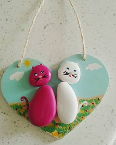 Her yerde aşk......♡♡ #taşboyama #taşsanati #handmade #elemeği #handpainted #rockpainting #stoneart #love #cats