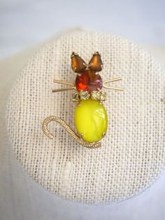Jelly Belly Cat Brooch Moonglow Yellow Warner Style