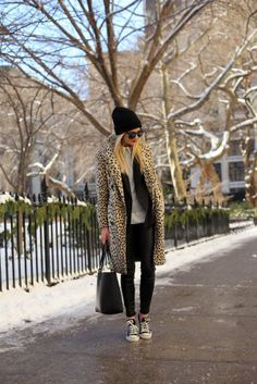 Styling The Leopard Coat - A casual weekend outfit with a dash of fierce. This leopard coat worn with a beanie and chuck taylors is effortlessly cool. Fashion Blogger Style, Fashion Mode, Look Fashion, Fashion Trends, Fashion Fall, Street Fashion, Workwear Fashion, Fashion Blogs, Womens Fashion