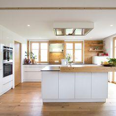 Modern kitchen with old spruce wood Laser carpentry & kitchen studio Küchen Design, Interior Design, Kitchen Island, Kitchen Cabinets, Studio Kitchen, Cuisines Design, Diy Garden Decor, Sweet Home, Chic